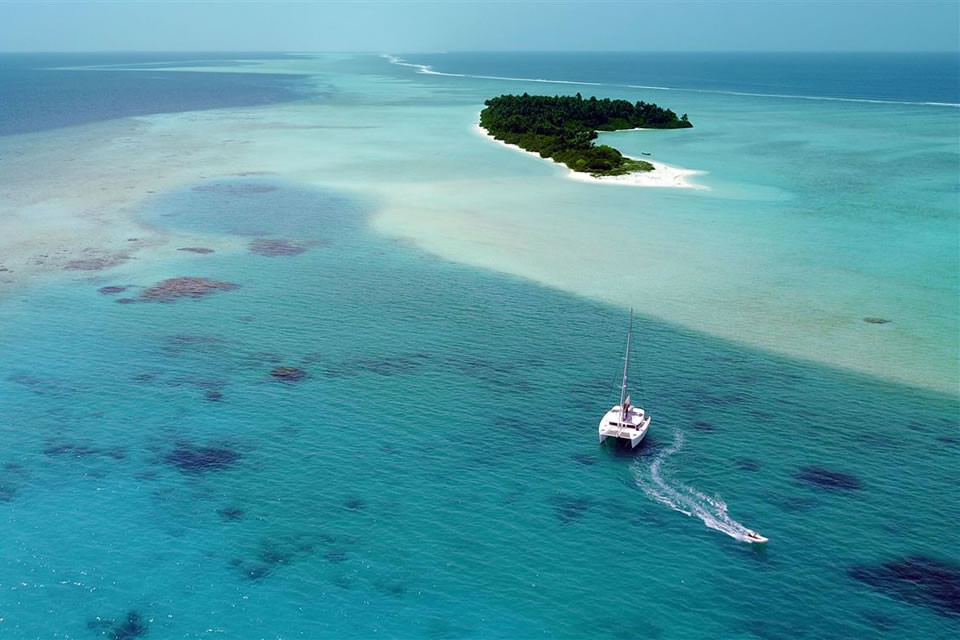 yacht charter sailing holiday destinations maldives
