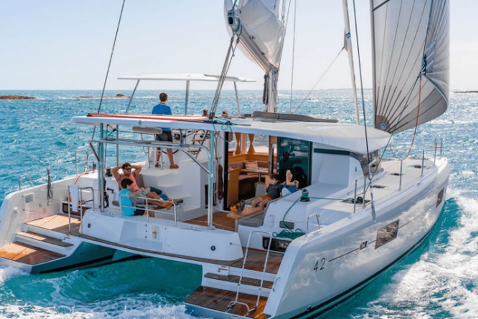 yacht sailing holiday skippered charter